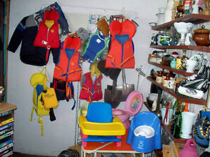 KIDS LIFEJACKETS,BOAT LYMPIC RING BOMPPER AND MORE