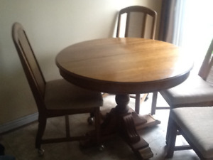 DINING ROOM TABLE AND 4 CHAIRS AND DRESSER FOR SALE IN WELLAND.