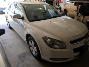 2008 Malibu Hybrid ** low kms, new safety**