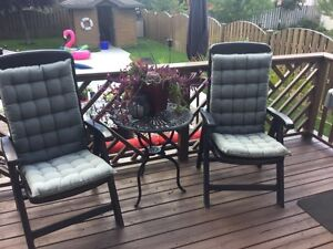 Folding chairs with cushions