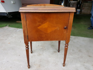 Vintage sewing machine table without mechanism