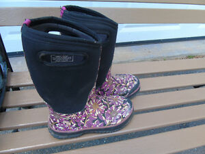 SIZE 4 BOGS GIRLS BOOTS