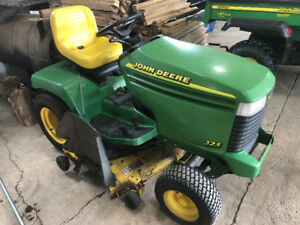 John Deere 325 Riding Law Mower