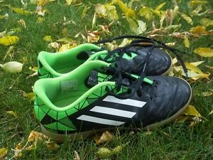 ADIDAS Size 3 Indoor Soccer Shoes for Kids