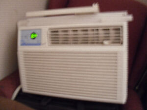 FOR SALE AIRCONDITIONER WITH REMOTE WORKS GREAT $45