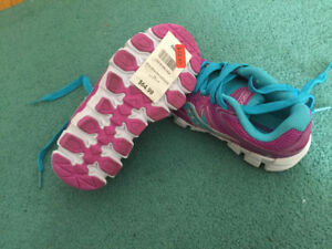 Kids size 13 brand new saucony runners