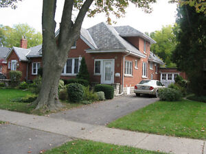 Beautiful 5 Bedroom in Old North UWO/FANSHAWE