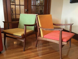 Mid-Century teak chairs an tables, fauteuils et tables en teck