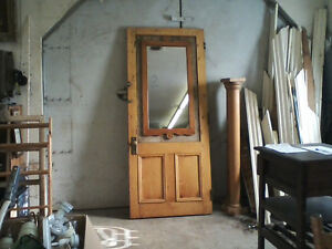 Antique pine wood door // porte en bois de pin antique