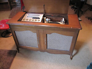 VINTAGE ELECTROHOME CONSOLE STEREO DEILCRAFT CABINETRY WORKS