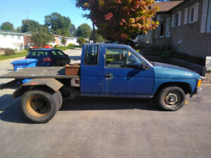 1987 Nissan 720 pick up / roues doubles Ford f350 arriere