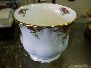 1960's Royal Albert Old Coutry Roses Planter