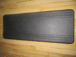 Roadcase for explorer or other guitar/bass