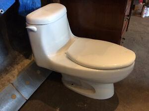 1 piece toilet Belleville Belleville Area image 1