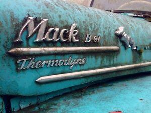 1962 Mack B61 Saguenay Saguenay-Lac-Saint-Jean image 2
