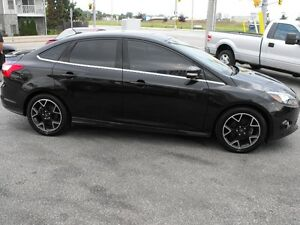 2012 FOCUS TITANIUM  LEATHER-SUNROOF AUTO  LOADED SPORT RIMS