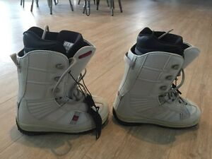 Women's snowboard, boots (size 7) bindings London Ontario image 5