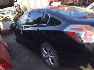Parting out 2007-2012 Nissan Altima lots of parts