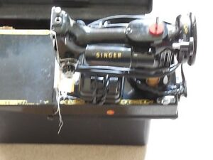 Singer 221K sewing machine with carry case Kitchener / Waterloo Kitchener Area image 3