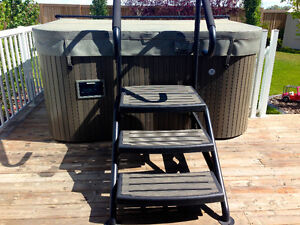 REDUCED! Maxxus Hot Tub **MOVING MUST GO THIS MONTH!**