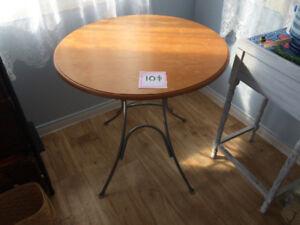 Table ronde pliante 10$