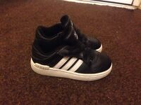 Adidas toddler trainers size 6 like brand new