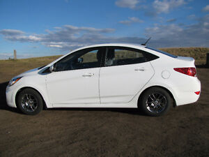 2012 Hyundai Accent Sedan - Low KMs