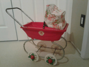 Vtg 1981 coleco strawberry shortcake carriage/ stroller/ buggy.