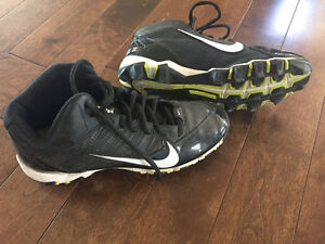 Youth football cleats- Nike Size 5