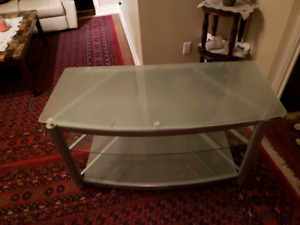 9/10 condition glass tv table
