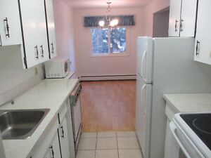 3 BEDROOM CONDO IN RIVER BEND. FAMILY OR UofA STUDENTS TO SHARE