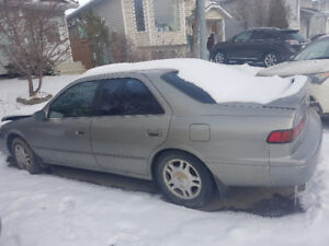 1998 Toyota Camry XLE Sedan sale for parts