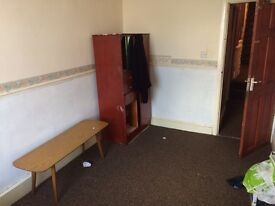 VARIOUS ROOMS AVAILABLE TO RENT IN A HOUSE - B139NS