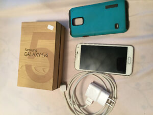 Samsung Galaxy S5 with charger and case