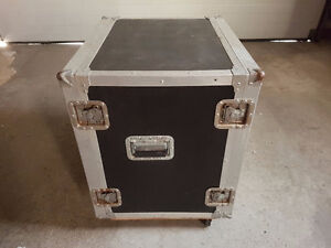 Road case on wheels (w/ custom built rack insert w/o rails)