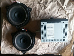 2007 Nissan Front speakers and deck.