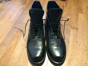 VERY LARGE MENS MILITARY BOOTS