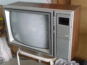 """Classic RCA 19"""" TV"""