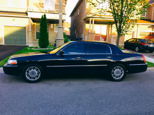 2011 Lincoln town car there for sale