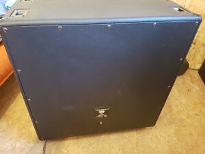 FS: EVH 5150iii 412 cab with EVH cover