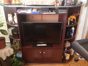"""FOR SALE! 32"""" Flat Screen TV, Solid Wood Center Table & TV Stand"""