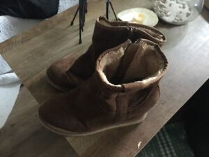Ladies Brown Boots Size 8