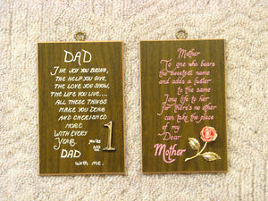 21 x 27 White/Gold Frame, Mom/Dad Plaques