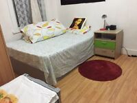 Amazing huge Semi double room for single person £500 including bills