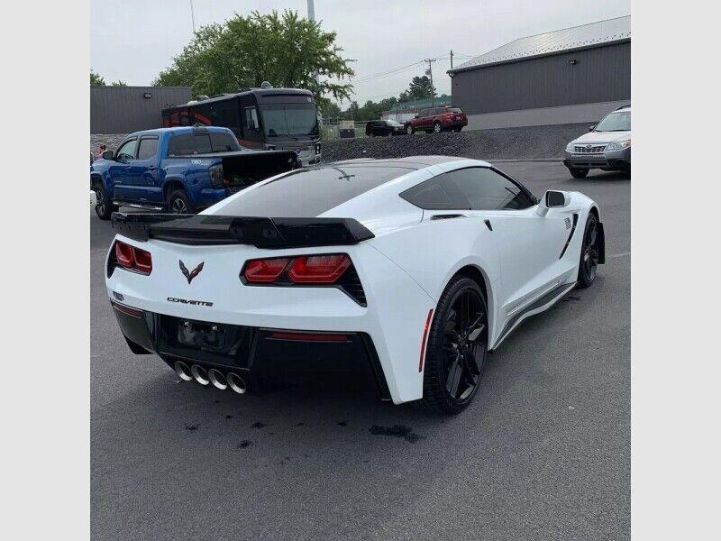 2019 White Chevrolet Corvette  1LT | C7 Corvette Photo 5