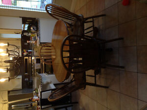 Oak Kitchen Table in Mint Condition