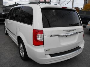 2012 TOWN & COUNTRY  LOADED  PENTASTAR V6   READY TO TRAVEL... Windsor Region Ontario image 4