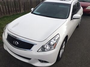 2013  low km G37x financing available