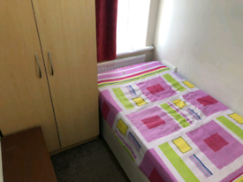Box room to rent in Hounslow