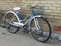 VINTAGE LADIES BIKE